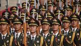 10月1日上午,庆祝中华人民共和国成立70周年大会在北京天安门广场隆重举行。这是礼兵在做准备。 新华社记者 邢广利 摄