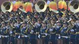 10月1日上午,庆祝中华人民共和国成立70周年大会在北京天安门广场隆重举行。这是军乐团在演练。 新华社记者 刘潇 摄