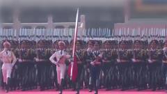 全场焦点!来看中国最帅天团的正步走