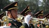 在10月1日舉行的慶祝新中國成立70周年閱兵中,新中國閱兵史上最大規模軍樂團以完美的音樂演繹與過硬的戰斗作風,成為天安門廣場上引人注目的一道風景線。