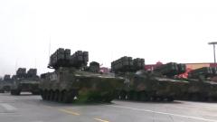 反坦克导弹方队来了,转!