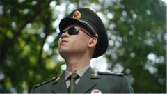 排雷英雄杜富国:这个无手的军礼又一次感动中国