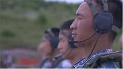 军人血性在延续 汶川地震中举条幅的男孩如愿以偿成为了一名空降兵