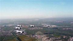 揭秘阅兵空中梯队:空中明星登场 新锐战机亮相
