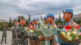 10月5日,陆军第75集团军某合成旅参加阅兵任务的10名官兵载誉凯旋。作者:肖凯 周舟