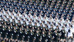 """""""妈妈""""队员王海燕:展现中国女兵风采"""