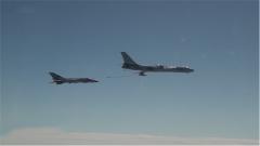 探秘海军航空兵部队:新飞行员驾机 展示空中加油惊险细节