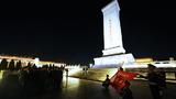 到人民英雄紀念碑向哨位告別。