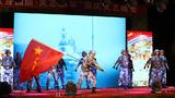 """海军陆战队某旅新兵大队举行""""献身国防、矢志强军""""国庆文艺晚会,载歌载舞庆祝祖国70周年华诞,官兵用深情的歌声表达对祖国的美好祝愿和向往。"""