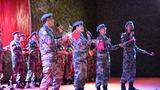 国庆节当天,第十批赴南苏丹维工兵分队官兵举办国庆晚会,由工兵、医疗分队官兵组成的文艺队表演了舞蹈、唱脸谱等节目,孟加拉、尼泊尔等国的维和军人献上了本国的特色民族舞蹈,在场人士不断鼓掌喝彩,国庆晚会在大合唱《我和我的祖国》中欢快结束。
