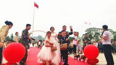 在国旗下相约永远 火箭军某部为官兵举办集体婚礼