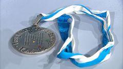 """72顆五角星組成""""M"""" 第一屆軍運會獎牌原來長這樣"""