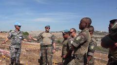 黎巴嫩:法国维和工兵到中国扫雷作业现场学习交流