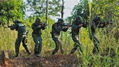 密林奇襲!武警百色支隊特戰隊員開展實戰化捕殲戰斗演練