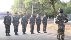 刚下阅兵场 就上训练场:用阅兵经验培训文职人员