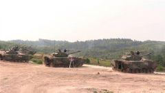 陆军第73集团军某合成旅:连续射击 检验多型火器毁伤效能