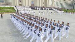 海軍受閱官兵與家人分享榮耀時刻