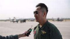 会飞行、能解说、唱歌好听,这位陆航飞行员有点酷!