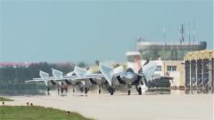 庆祝人民空军成立70周年航空开放活动新闻发布会在北京召开