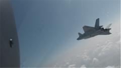 探秘阅兵训练场:记者带你体验歼-20飞行员的高难操作