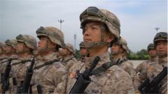 探秘閱兵訓練場:首次受閱的乘載員如何練成最佳表情?