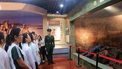云南大理:大学生进军营零距离接受国防教育