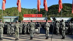 陸軍第81集團軍某合成旅開展秋季武器裝備換季保養工作