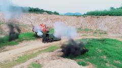 特戰隊員挑戰極限 推著猛士車驚險通過爆炸區域