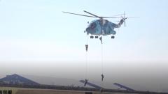 庆祝人民空军成立70周年航空开放活动 空降兵反恐营救燃爆现场