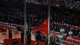 中华人民共和国国旗和国际军事体育理事会会旗冉冉升起