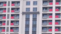 探秘軍運會:震撼!軍人運動員公寓外貼滿不同國家的國旗
