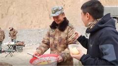 拿盆打雞蛋是個什么操作?來看看新藏線上汽車兵們的伙食如何
