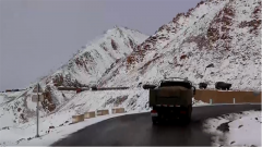 新藏線上景色優美 高原汽車兵為何無心欣賞?