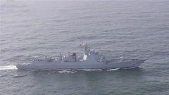 """海军第三十三批护航编队为中国""""海澜之星""""号货轮护航"""