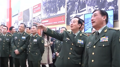 駐京武警官兵參觀慶祝新中國成立70周年成就展