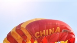 10月24日,中國選手高天波在比賽中著陸。李賀 攝