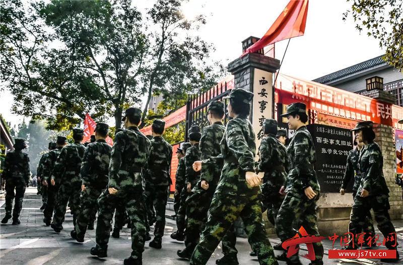 10、图为该校学员参观西安事变纪念馆。