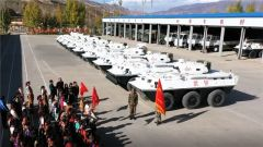 军营开放日:百名藏族小学生近距离感受火热军营