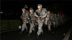 """""""猎人""""出击 战无不胜!陆军第77集团军开展24小时战斗体能集训"""