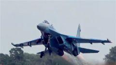 """特朗普""""再退群"""" 美轰炸机抵近俄边境"""