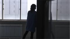 战士3次病危4进重症监护室 女友守在门外陪伴数月不离不弃