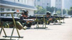 射击初体验 武警广西总队新兵团开展首次射击预习训练