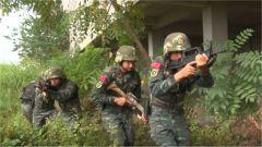 广西贵港:武警特战队员开展城市反恐演练