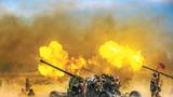 """10月下旬,新疆軍區某高炮團把部隊拉到戈壁灘深處進行實彈射擊、戰場救護、快速轉移陣地等10余個課目考核,檢驗部隊全天候條件下空情預警、火力打擊等綜合作戰能力。圖為打擊來襲""""敵""""機。"""