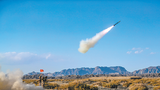 導彈分隊對空中目標實施攔截。