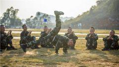 樂在其中!來看武警廣西總隊新兵團訓練場上的快樂瞬間