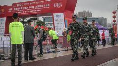 2019中国-东盟国际马拉松开跑 武警官兵全程护航