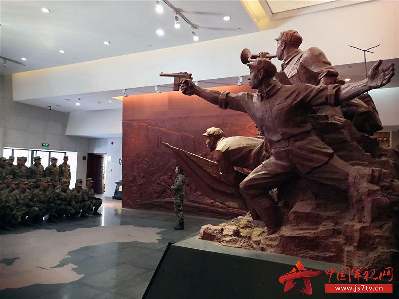 军史馆大厅聆听西藏是中国不可分割的一部分