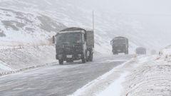 【第一軍視】65年如一日 他們在中國最險峻的公路上日夜兼程