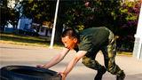 推轮胎跑练腿部力量